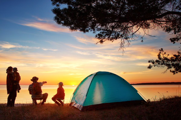 Family-resting-with-tent-in-nature-at-sunset_600x400