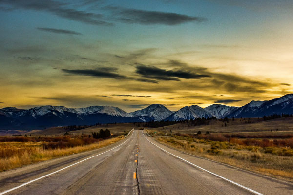 Yellow-sunset-golden-hour-highway-to-mountains-600x400