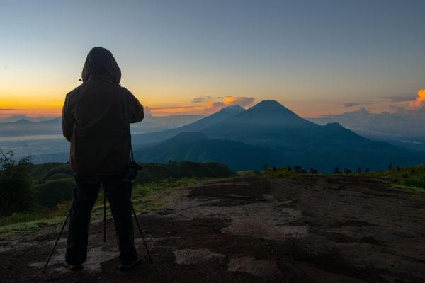 cloudy-mountain-landscape-during-sunrise-600x400